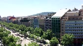 Барселона : BARCELONA, SPAIN - MAY 2017: View of the Passeig de Gracia avenue from House Mila.