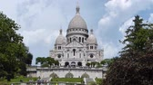 manzara : Sacre Coeure Cathedral At Montmartre In Paris, France Stok Video
