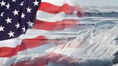 климат : Timelapse of melting glaciers with USA flag