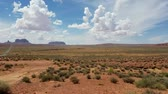 Classic Monument Valley panorama from the Forest Gump stretch of the US Route 163, North of the Arizona-Utah border, USA Stok Video