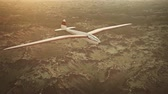 тон : Sepia toned animation of a sailplane soaring over snow covered mountains. Стоковые видеозаписи