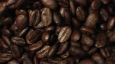 perto : Beautiful Roasted Coffee Beans Moving in Vortex Close-up Slow Motion CG Background. Abstract 3d Animation of Realistic Coffee Beans Rotation. Food and Drinks Concept. 4k Ultra HD 3840x2160