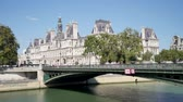 административное здание : In Paris, a time lapse of the city hall and the Pont dArcole (Parisian bridge). Tourists and Parisians pass over the bridge. Стоковые видеозаписи