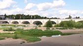 западный : The Bridge was built between 1765 and 1778, it is the oldest bridge in Tours, in France. It is composed of 15 arches and it is 434 meters long, above the Loire.