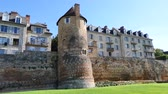 Panorama of the Le Mans enclosure. It was built at the end of the 3rd century. It is located in the old town. Le Mans is a municipality that is part of the major cities of the French West. Stok Video