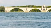 View on the River Rhone in Avignon, southern France. The river is crossed by a famous medieval bridge called Pont dAvignon or Pont Saint-B?n?zet in french (Avignon bridge in english). Stok Video