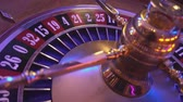 выиграть : Roulette Wheel in a casino - 23 red wins
