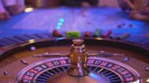 pôquer : Roulette table in a casino - spinning wheel - ball lands on field 9 red
