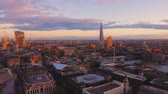 vista : Amazing sunset over London - wide angle shot