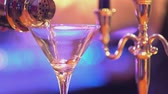 выиграть : Glass of vodka Martini James Bond style