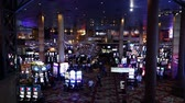 pôquer : Slot machines in a typical Las Vegas casino - LAS VEGAS, NEVADA  USA April 20, 2015