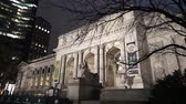 vezes : Famous New York Public Library at night - MANHATTAN, NEW YORK  USA April 25, 2015