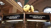vezes : Ticket counter and clock at Grand Central station main lobby - MANHATTAN, NEW YORK  USA April 25, 2015 Stock Footage