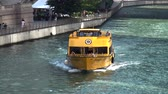 поездка : Water Taxi on Chicago River - CHICAGO, ILLINOIS  USA
