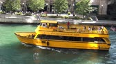 estados unidos : Water Taxi on Chicago River - CHICAGO, ILLINOIS  USA