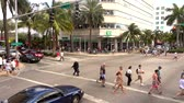 corner : Street corner - people crossing street in Miami Beach