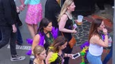 francês : Group of girls having party at the French Quarter New Orleans