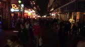 francês : Big street party at Bourbon Street French Quarter New Orleans