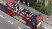 katalánsko : Barcelona sightseeing bus - aerial view
