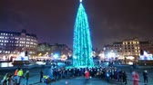 английский : The famous Christmas Tree at Trafalgar Square London - time lapse shot at night