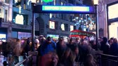 английский : Crowd of people at Oxford Circus station in London - time lapse shot at christmas time