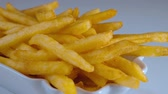 batatas fritas : Fresh fried - Golden crispy French Fries - yummy