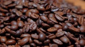 пекарня : Fresh roasted coffee beans Стоковые видеозаписи