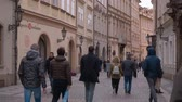 Československo : Tourists walking through the pedestrian zone of Prague