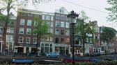 holandia : Wonderful buildings at the canals of Amsterdam - typical street view