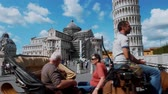 architektonický : Horse drawn cab at Miracoli Square in Pisa with Leaning Tower and Cathedral - PISA TUSCANY ITALY - SEPTEMBER 13, 2017