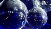 emocional : Rotating Mirrorballs in a club reflecting blue light - close up shot