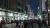 palácio : Pedestrian zon in Madrid in the evening - a busy place