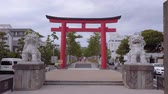 Будда : Typical Japanese Red Gate in the Streets of Kamakura called Torii Gate - TOKYO  JAPAN - JUNE 12, 2018