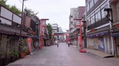 buddhismus : Historic district with old traditional wooden Japanese houses in Tokyo Asakusa - TOKYO  JAPAN - JUNE 12, 2018
