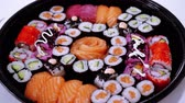 авокадо : Great variety of Sushi on a plate