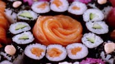авокадо : Salmon Sashimi and Sushi rolls