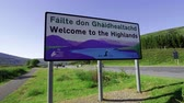 yansıma : Welcome to the Highlands sign in Scotland Stok Video