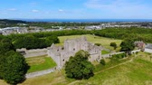 spojené království : Aerial view over Craigmillar Castle and the city of Edinburgh