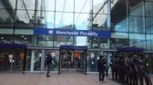 モール : Manchester Piccadilly train station - MANCHESTER, ENGLAND - JANUARY 1, 2019 動画素材