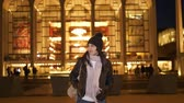 Нью Йорк : Young woman at Lincoln Center New York stands in front of the Metropolitan Opera Стоковые видеозаписи