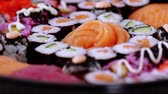 にぎり : Great variety of Sushi on a plate