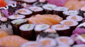 abacate : Great variety of Sushi on a plate