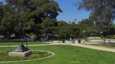 retailers : Beverly Gardens Park in Beverly Hills - CALIFORNIA, USA - MARCH 18, 2019 Stock Footage