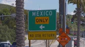 граница : Mexican Border at San Ysidro California - CALIFORNIA, USA - MARCH 18, 2019 Стоковые видеозаписи