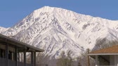 eastern sierra : Motel in the Sierra Nevada on a winters day Stock Footage