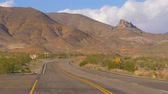 desolazione : Strada panoramica attraverso la Death Valley National Park Filmati Stock
