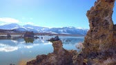 basalto : Tufa towers columns of limestone at Mono Lake in California - travel photography