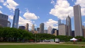 arranha céus : Beautiful Grant Park with a view over the skyline of Chicago - CHICAGO. UNITED STATES - JUNE 11, 2019 Vídeos