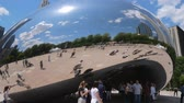 시내 : Popular landmark in Chicago - Cloud Gate at Millennium Park - CHICAGO, UNITED STATES - JUNE 11, 2019