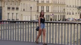 예망 : French girls walks at River Seine in Paris